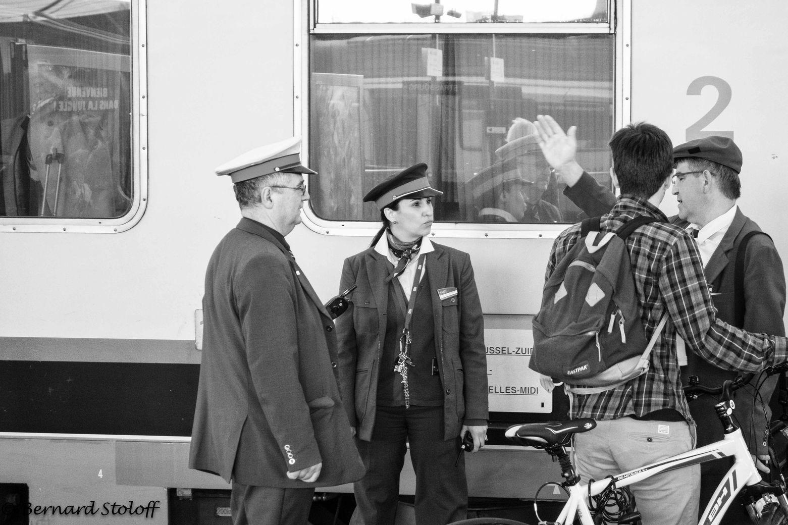PHOTOGRAPHIER LE CYCLISTE ET SON TRAIN, GARE DE STRASBOURG, ALSACE