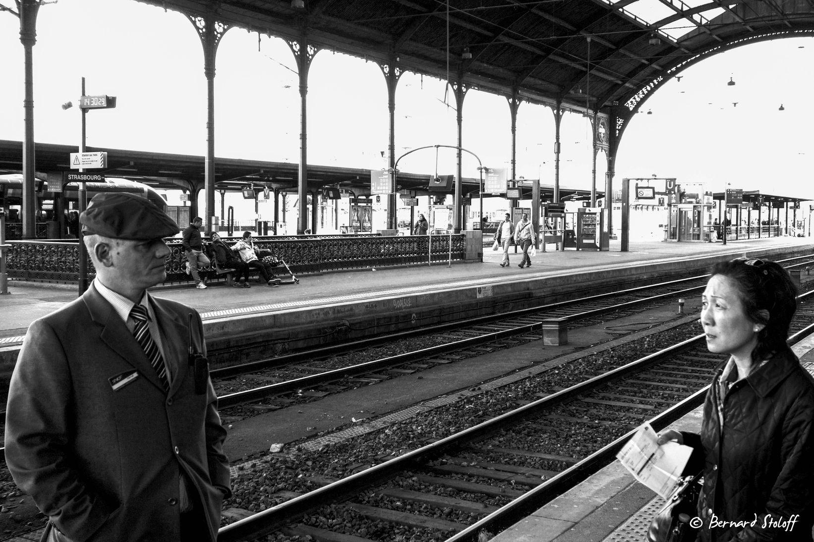 PHOTOGRAPHIER LE RENSEIGNEMENT À LA GARE DE STRASBOURG, ALSACE