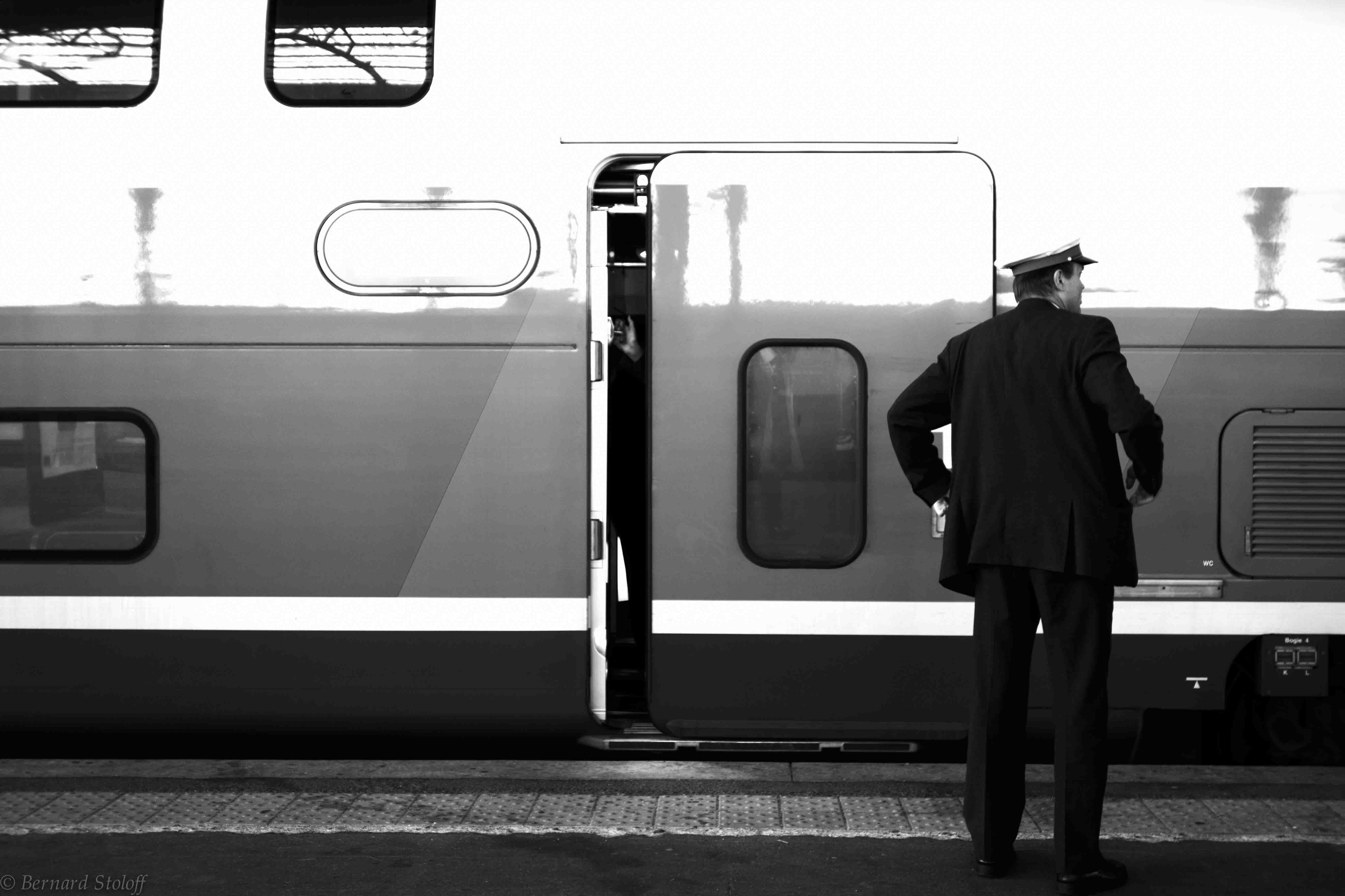 LE DÉPART DU TGV, GARE DE STRASBOURG, ALSACE