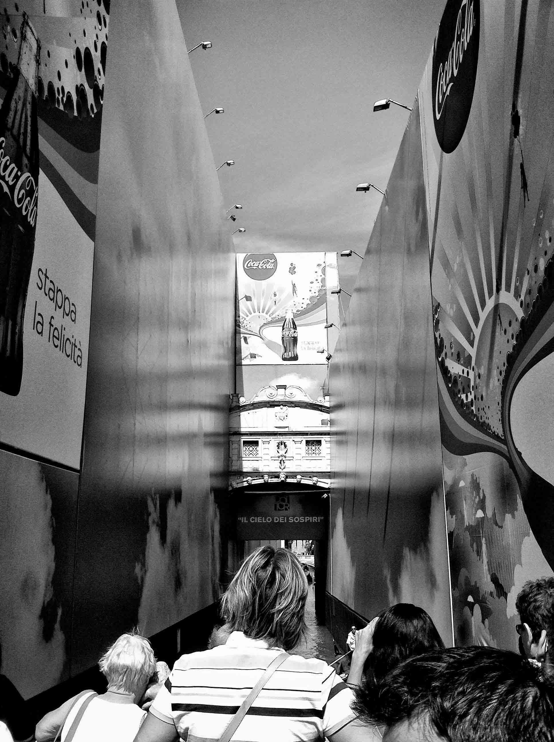 PHOTOGRAPHIER VENISE, LE PONT DES SOUPIRS, COCA COLA