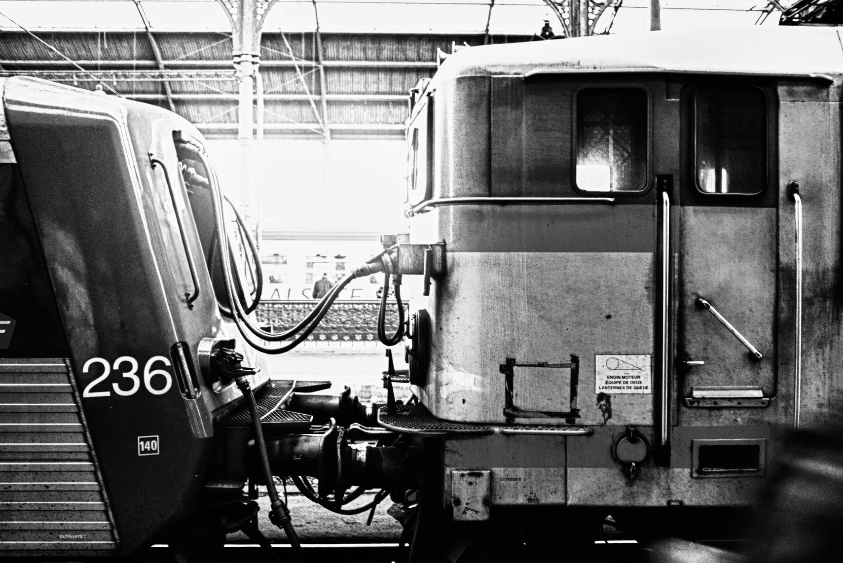 PHOTOGRAPHIER LE TRAIN, GARE DE STRASBOURG, ALSACE