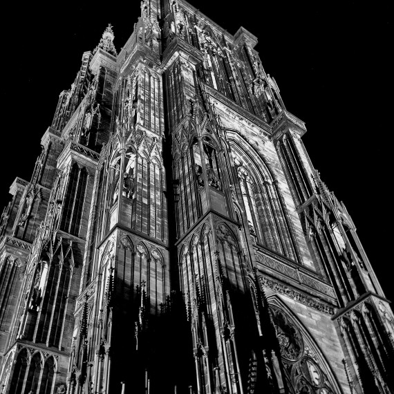 CATHEDRALE DE STRASBOURG-ANGLE (I)-NUIT